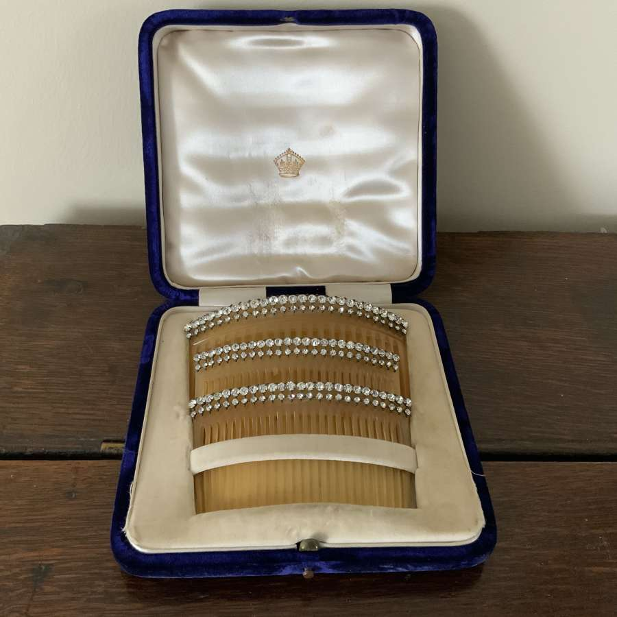 Tortoishell paste hair combs
