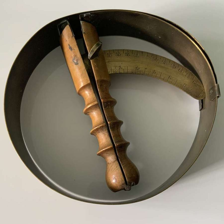 Hat measure stretcher - French